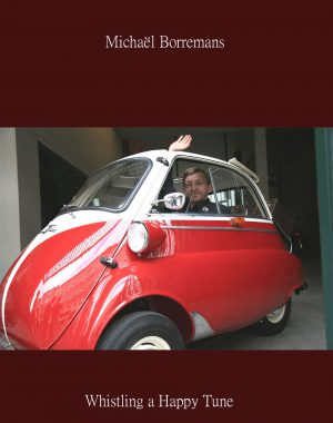 <p>Michaël Borremans in de BMW Isetta</p>