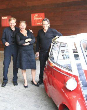 <p>Michaël Borremans met Johan Boeykens en Hilde Peleman van Copyright</p>