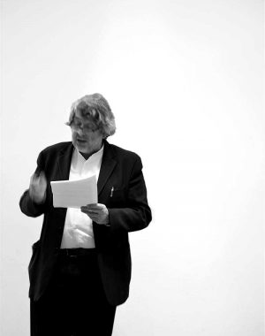 <p>Architectuur criticus Marc Dubois stelt het boek voor.</p>