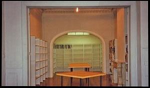 <p>De tafels ontworpen door Patrick Van Caeckenbergh</p>