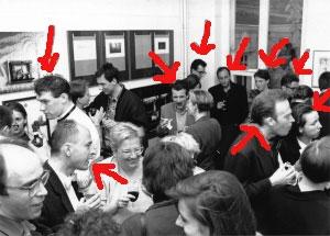 <p>Van onder links: journalist Erlend Haemerlynck, kelner Pawel, Guy Sempels (industrieel ontwerper), architect Dirk De Meyer, architect Paul Robbrecht, operazangeres Lieve Balliu, architect Guy Châtel, Barbara en Dirk Van De Kerkhove (tuinarchitect)</p>