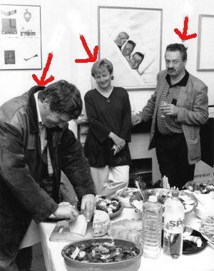 <p>Van links naar rechts: Dirk Schutyser (advocaat), Doris en Marc Decock (vrienden van het huis)</p>
