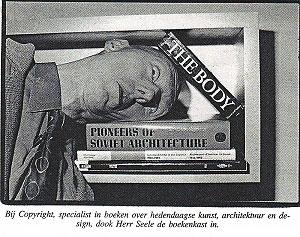<p>Herr Seele op bezoek. Zijn hoofd ligt in de '2 meter boeken' van Maarten, een aluminium balk van 2 meter, waarin Van Severen zijn eigen selectie van onze boeken toonde</p>