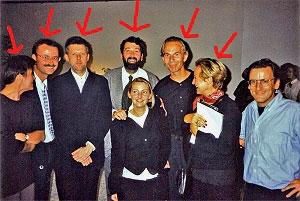 <p>Groepsfoto op de opening van Interieur 1994. Van links naar rechts: Roos Henau, Klaas Goris, Christian Kieckens, Marc Dubois, Ivan Adriaens, Claire Bataille</p>
