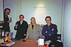 <p>Links: architect Klaas Goris en dirigent Philippe Herreweghe naast de contente Hilde en Johan van Copyright</p>