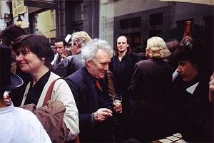 <p>Midden: burgemeester van de Haarstraat die dag: kunstenaar Johan Van Geluwe, en rechts achteraan: architect Werner vandermeersch</p>
