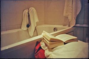 <p>De locatie: een badkamer in hotel Firean te Antwerpen</p>