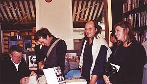 <p>Uiterst rechts: architecten Werner vandermeersch en Carla Van Mileghem</p>