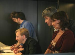 <p>Peter Ruyffelaere en Ilona Terkessides van uitgeverij Ludion</p>