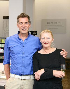 <p>Erwin Olaf en Hilde Peleman van Copyright Bookshop</p>