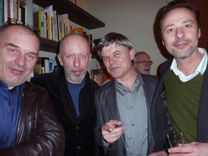 <p>Van links naar rechts:</p> <p>landschapsarchitect Denis Dujardin, graphic designer en uitgever Luc De Rycke (MER. paper kunsthalle), uitgever Peter Ruyffelaere (Ludion) en kunstenaar Jean-Marie Bytebier</p>