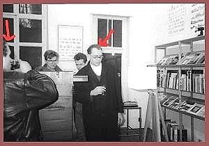 <p>De vernissage werd vooral bezocht werd door jonge kunstenaars. Links: Lieven Van den Abeele, rechts: Philippe Huyghe</p>