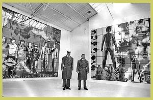 """<p>Gilbert & George in de tentoonstellingsruimte """"Gewad"""" (1982)</p>"""