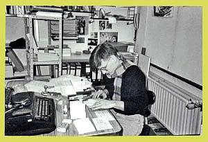 <p>Alle besteladministratie gebeurde nog met een typmachine en fiches. Computer en fax bestonden nog niet.</p>