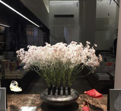 <p>Vase and flower arrangement by Ronald van der Hilst and samples of 3D prototypes of Barefoot Cobblers</p>