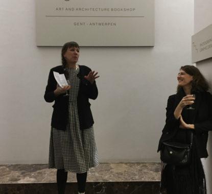 <p>Links Els Roelandt, samensteller van het boek, en rechts Catherine Willmes, de auteur</p>