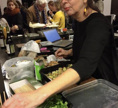 <p>Daphne Aalders van Food for Foodies zorgde voor de lekkere catering</p>